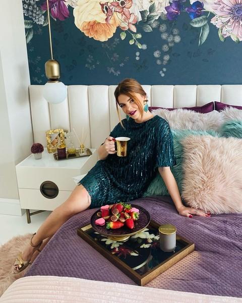 Пелин Карахан показала поклонникам свой роскошный трехэтажный особняк