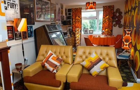 Британец частично реализовал свою мечту, потратив 500 000 рублей на создание дома в стиле 70-х