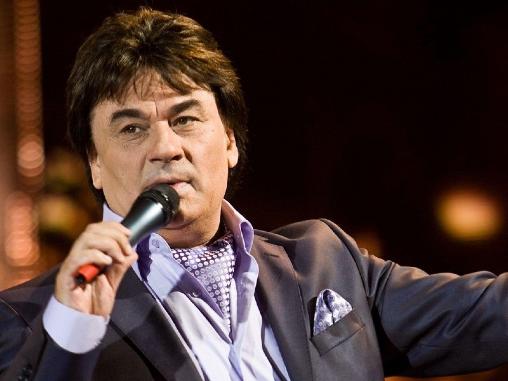 Александр Серов пригласил поклонников на свой концерт